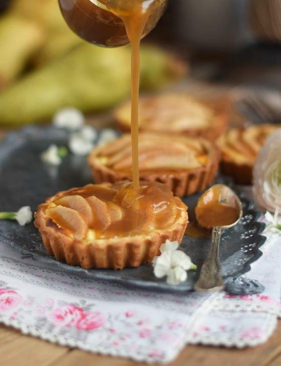Karamellisierte-Birnen-Quark-Tarte-Caramelized-Pear-Tart-with-Cheesecake-Filling-15
