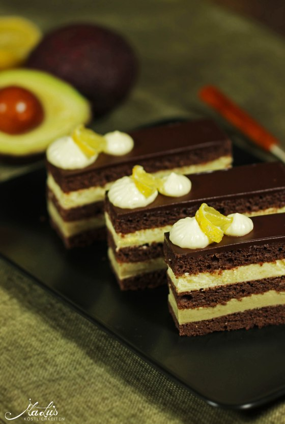 Schokoladenschnitten mit Zitrone und Avocado 91