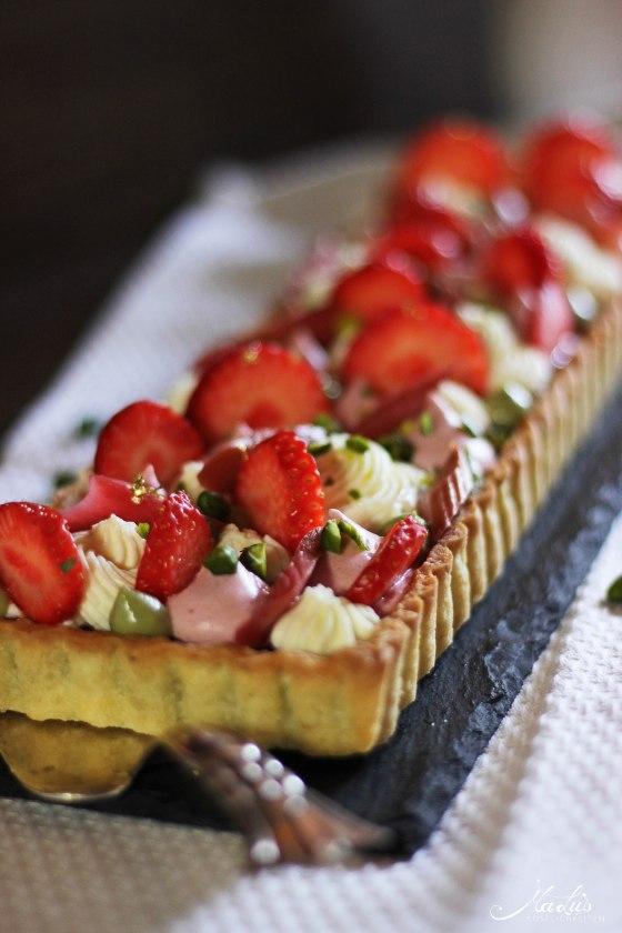 Pistazientarte mit Erdbeeren & Rhabarber 6