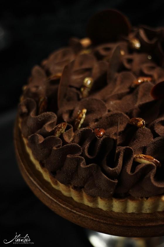 schokoladen-vanilletarte-mit-karamellisierten-pekannu%cc%88ssen-3