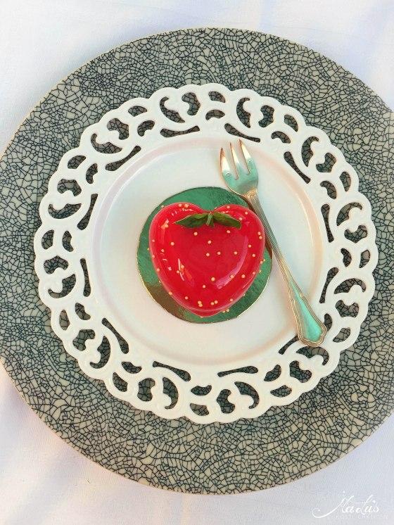 Erdbeertörtchen mit Zitrone, Basilikum und Mirror Glaze