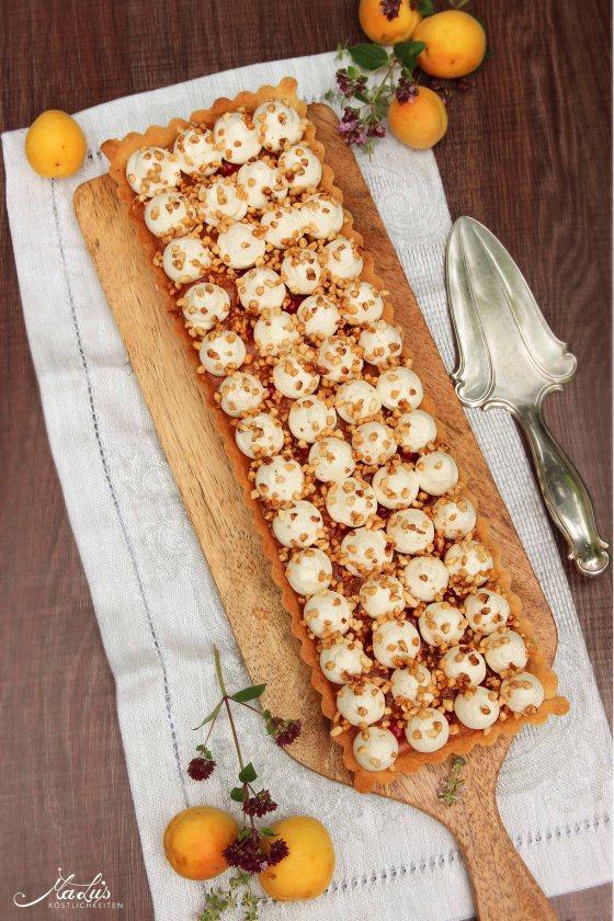 Mandelkrokanttarte mit Aprikose und Vanilleganache