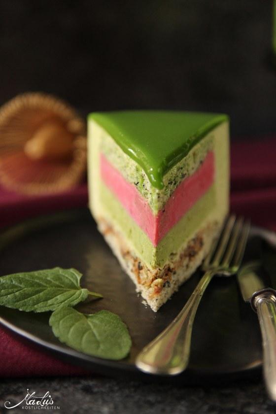 Matcha-Limetten Torte mit Himbeere &schwarzem Sesambiskuit