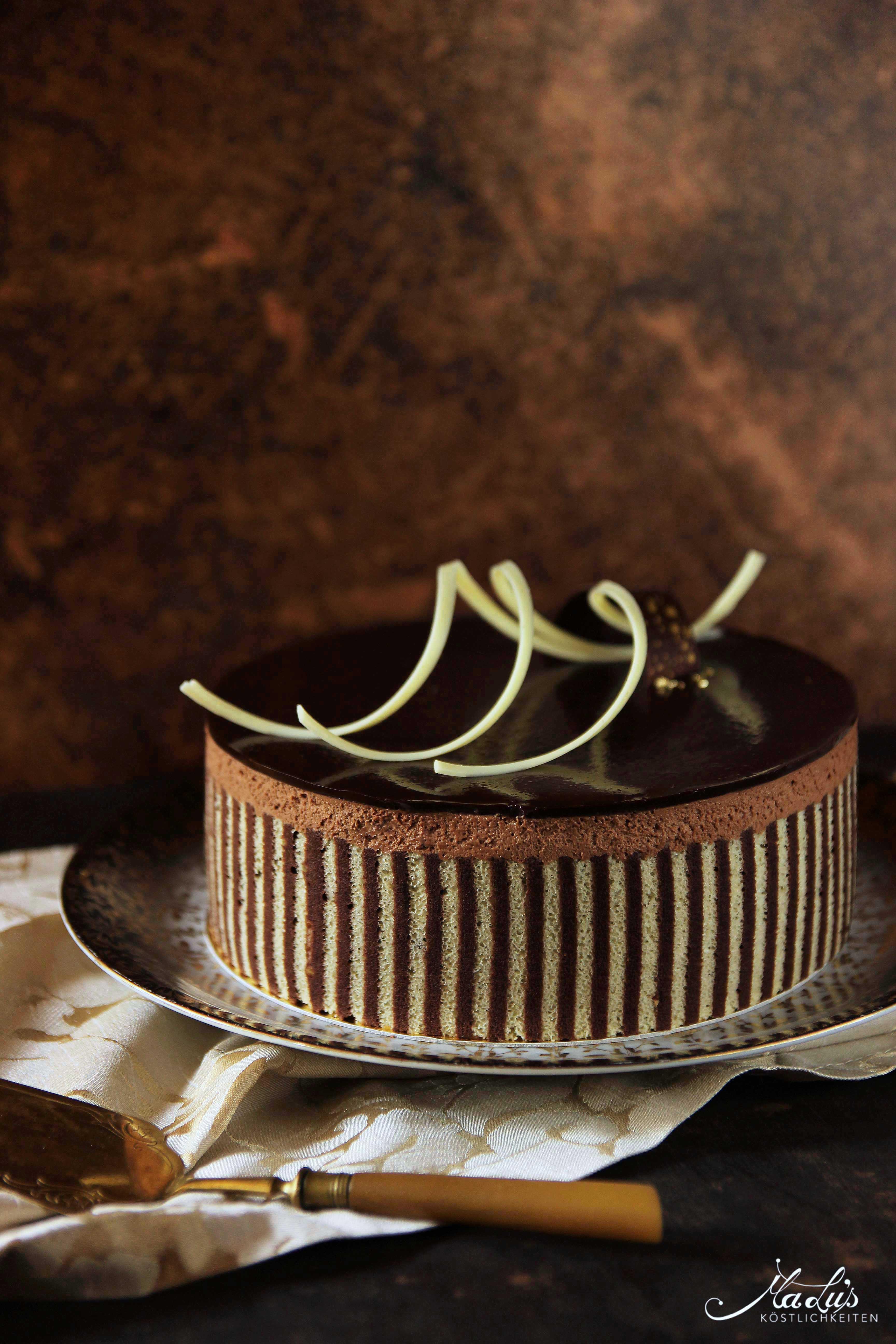 Schokoladen-Whisky Torte mit Dekorbiskuit